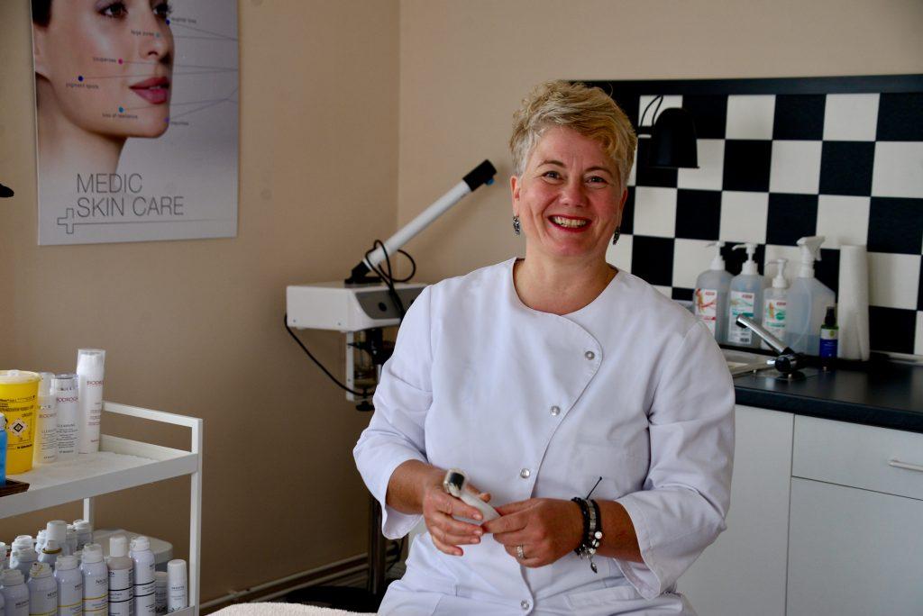 Stephanie von Winckelmann im Behandlungszimmer